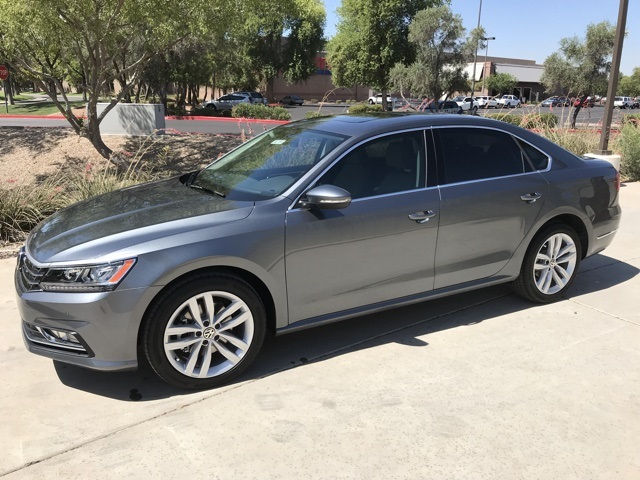 New 2018 Volkswagen Passat 2.0T SE w/ Technology